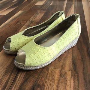 EUC Girls size 3 sandals